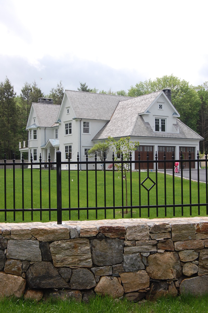 lyndale_manor_exterior_side_fence_2011-05-20-332-800x1206.jpg